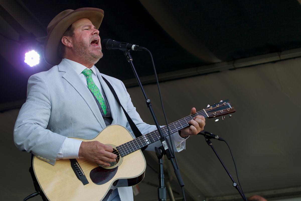 Robert Earl Keen sings some great stories and looks good in a suit