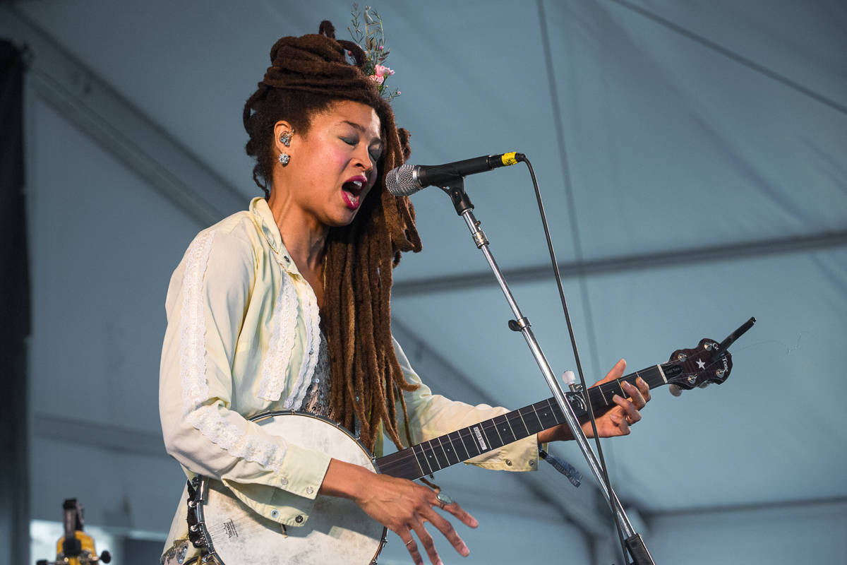 Organic moonshine roots music by Valerie June