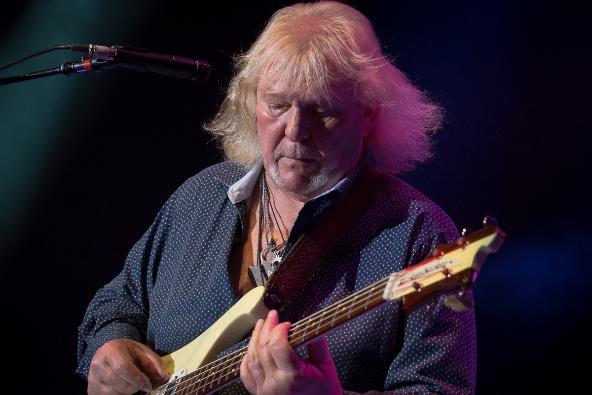 Chris Squire gets a bit blustery
