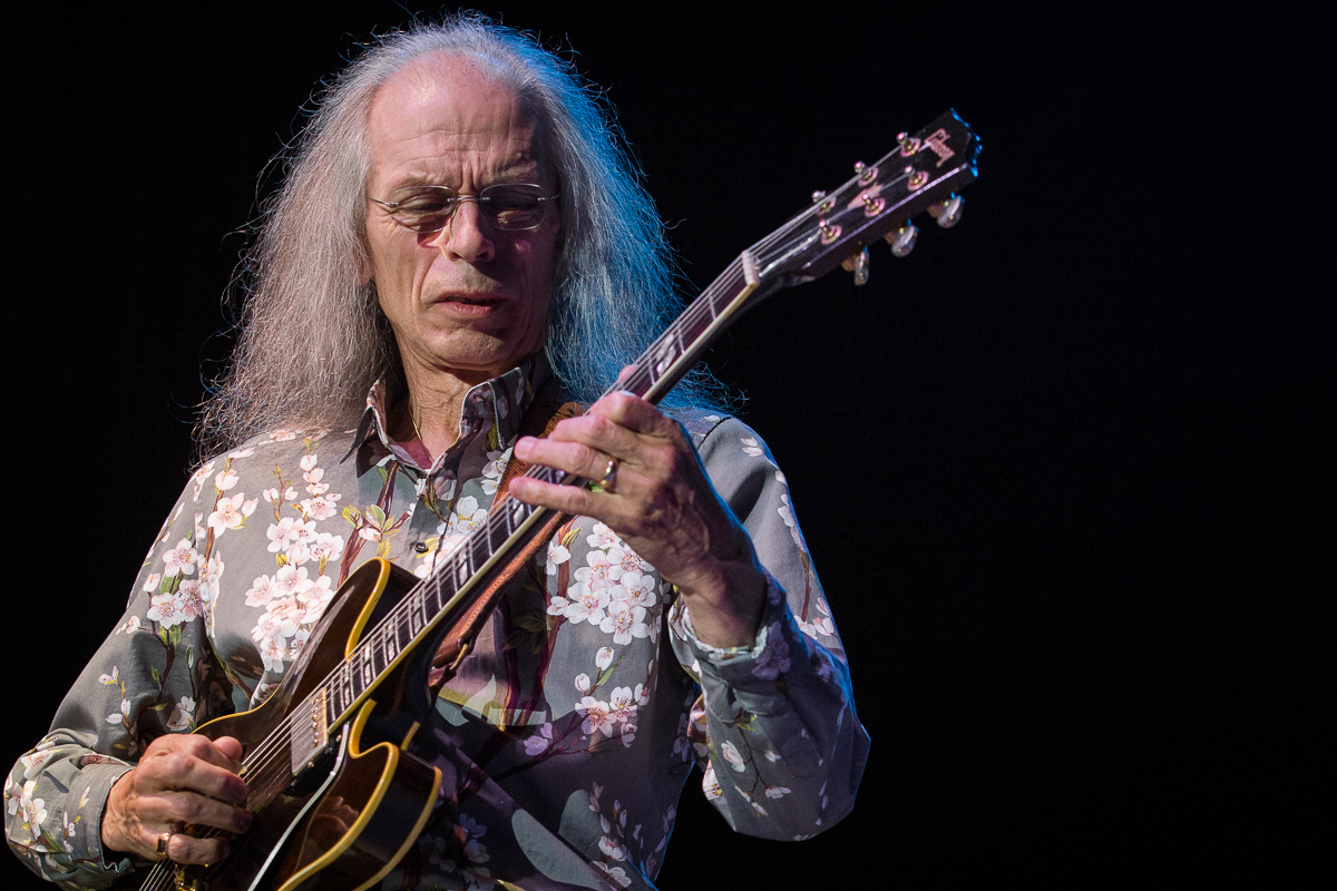 Steve Howe, the sound remains the same, that's a good thing
