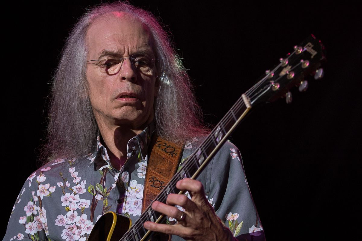 Steve Howe stretching the neck