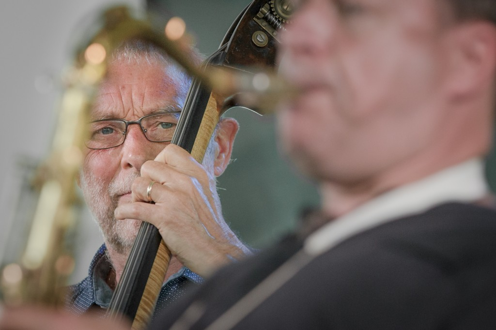Dave Holland with eyes on bandmate Chris Potter